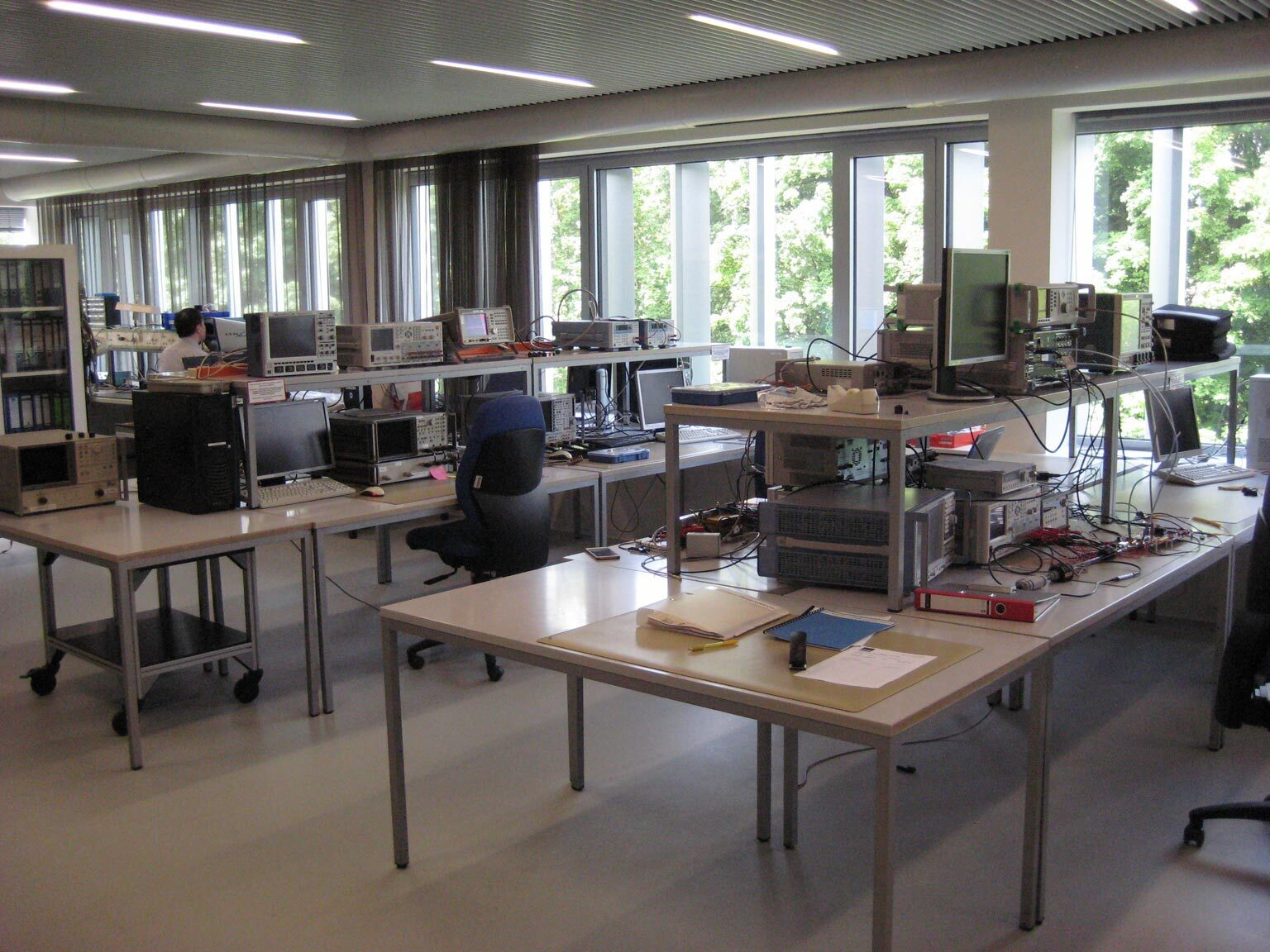 Laboratory for high frequency measurement technology
